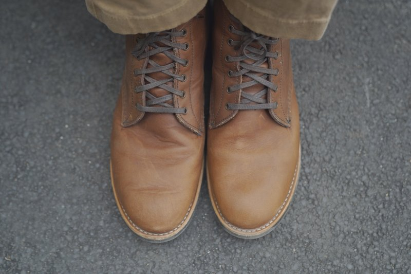 Red wing merchant boot top view