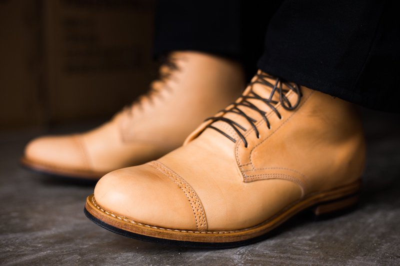 Derby natural horsehide boots from Viberg