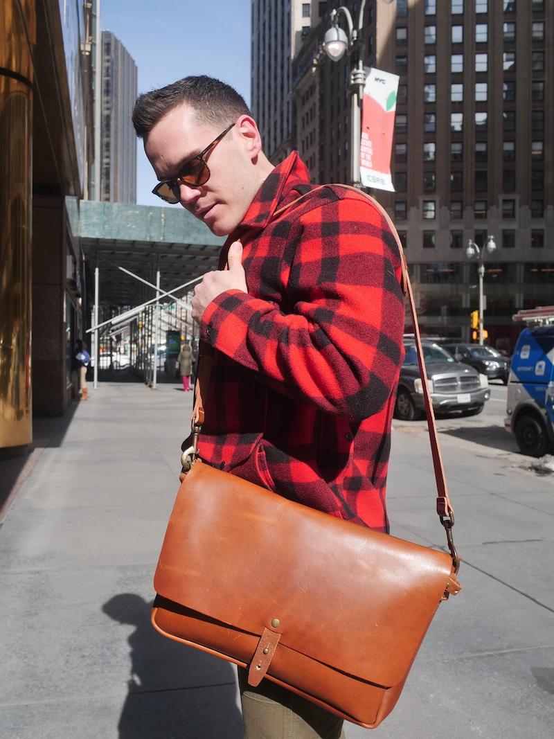wp standard messenger bag carrying