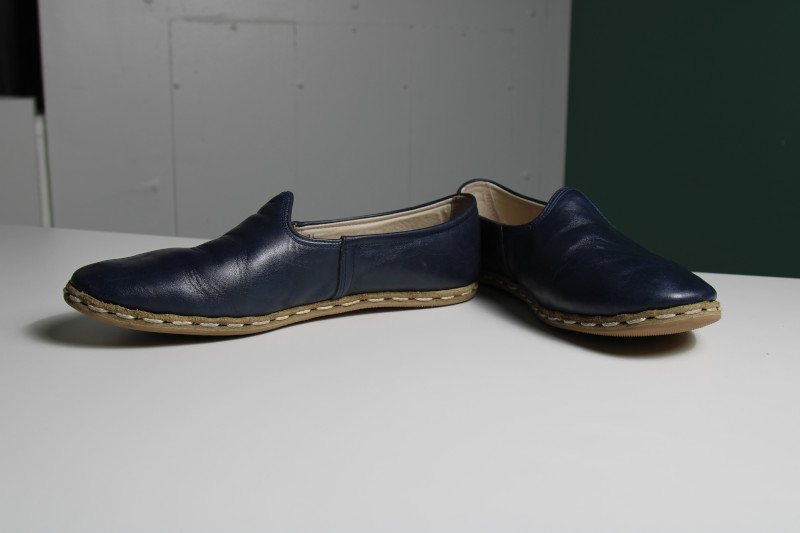 Sabah Shoe Pair in Profile